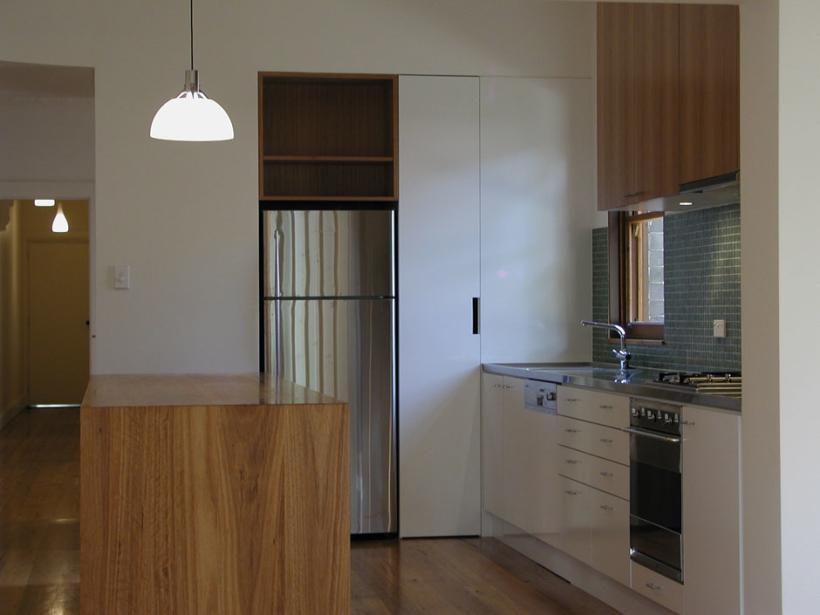 McMahons-Point-House_Kitchen2-820x615.jpg