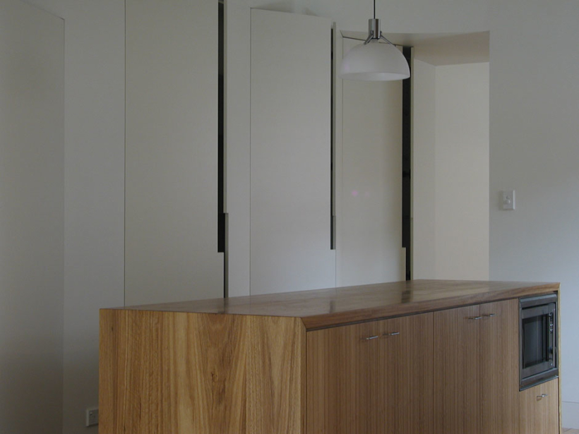 McMahons-Point-House_Kitchenbench-820x615.jpg